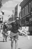 Couples de mode dans l'amour des vacances d'été Image stock