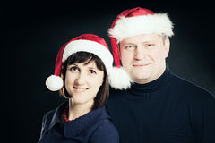 Couples de Noël Homme et femme en Santa Hat Image libre de droits