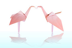 Couples de papier roses de flamant d'origami Photo stock