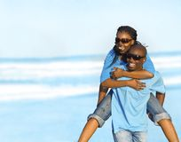 Couples de plage Photographie stock libre de droits