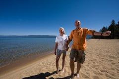 couples de plage Photo stock