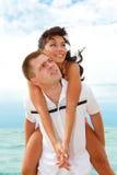 couples de plage heureux Photo stock