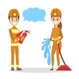 Couples de pompier dans l'entretien uniforme utilisant la bulle de la parole illustration libre de droits