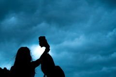 Couples de selfie de silhouette Photo stock