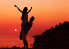 Couples de silhouette dans l'amour Photo libre de droits