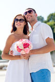 Couples de sourire dans la ville Photos libres de droits
