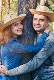 Couples de sourire en parc Image stock
