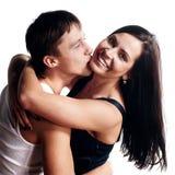 Couples de sourire heureux dans l'amour. Image stock