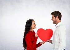 Couples de sourire tenant le coeur Images libres de droits