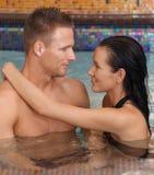 Couples de station thermale dans l'amour Photos stock