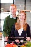 Couples de supermarché Photographie stock libre de droits