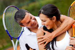 Couples de tennis flirtant Photos libres de droits