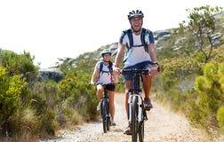 Couples de vélo Photographie stock