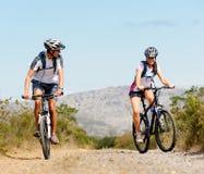Couples de vélo Image libre de droits