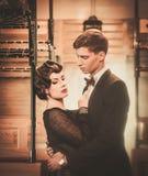 Couples de vintage dans le rétro car de train Photo stock