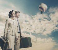 Couples de vintage partant pendant des vacances Images stock