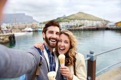 Couples de voyage de Selfie Images stock