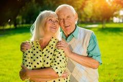 Couples des aînés dehors Images libres de droits