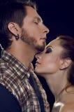 Couples des amants. Coûtez le profil, se faisant face avec leur oeil Images stock
