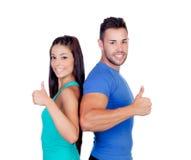 Couples des amis de forme physique disant correct Photographie stock