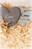 Couples des coeurs en bois d'amour Images stock