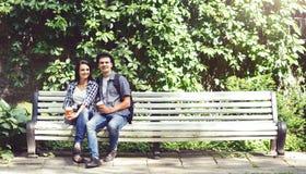 Couples des hippies de déplacement Image stock
