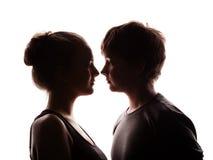 Couples des jeunes dans l'amour Photo libre de droits
