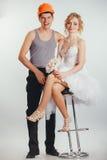 Couples des jeunes mariés dans le casque Photographie stock