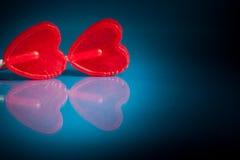 Couples des lucettes rouges de coeur Image stock