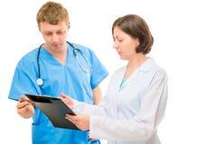 Couples des médecins discutant un diagnostic images stock