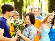 Couples des personnes la date extérieure. Photographie stock libre de droits