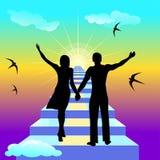 Couples des personnes marchant vers le haut de l'escalier au soleil Photographie stock libre de droits