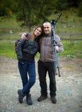 Couples des randonneurs sur une traînée Photographie stock libre de droits