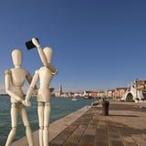Couples des tirs de mannequins un selfie à Venise Photos libres de droits
