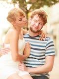 Couples des touristes faisant le tour dans la rue de ville Photo libre de droits