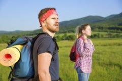 Couples des touristes sur la nature Photographie stock