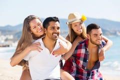 Couples des vacances d'été romantiques Images stock