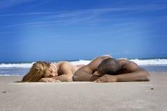Couples des vacances de plage Image stock