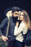 Couples des voyageurs extérieurs Image stock