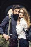 Couples des voyageurs extérieurs Images stock