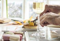 Couples dinant ensemble le concept de date Photos libres de droits