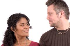 Couples divers ; regarder l'eachother Photographie stock