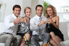 Couples drinking champagne Royalty Free Stock Images