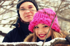 Couples du jeune hiver d'amants Images libres de droits