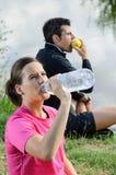 Couples du repos d'athlètes Image libre de droits