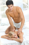 Couples effectuant le massage Images stock