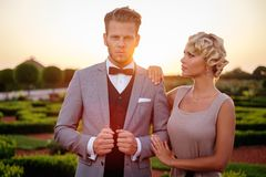Couples en beau parc Photos libres de droits