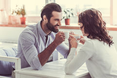 Couples en café Photos libres de droits