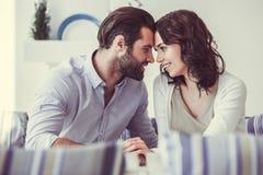 Couples en café Images libres de droits