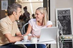 Couples en café potable d'amour Image libre de droits